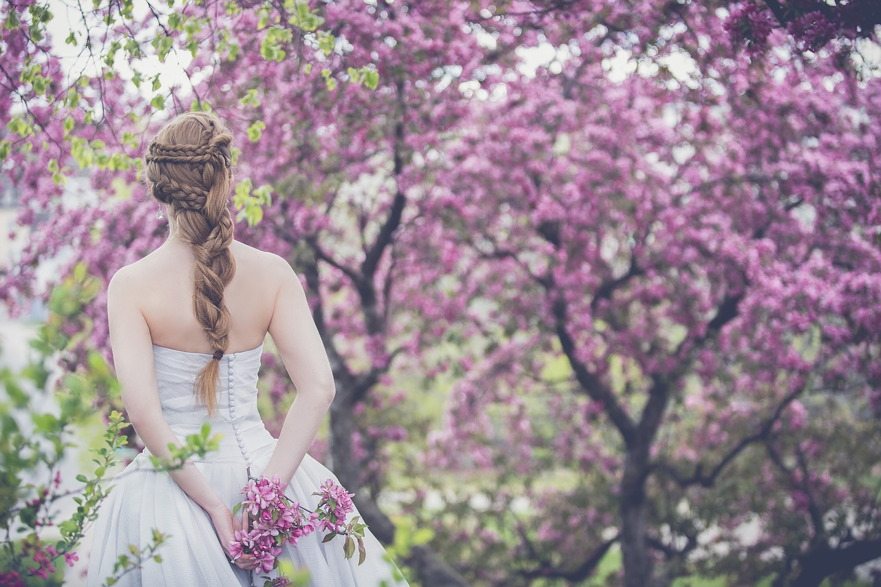 כלה בשדה פרחים סגול