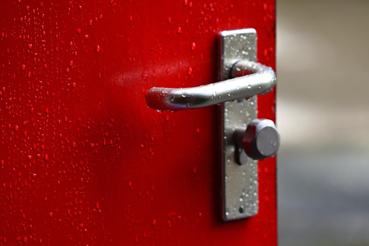 דלת אדומה