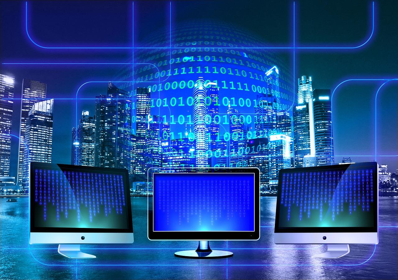 שלוש מחשבים