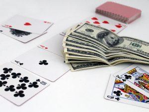 דולרים וקלפים